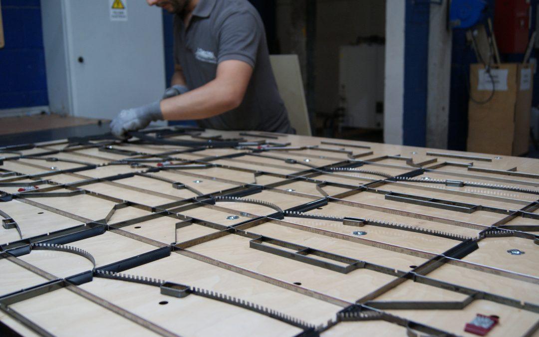 Troquel plano, nuevos hendidos finos que mejoran el control de calidad